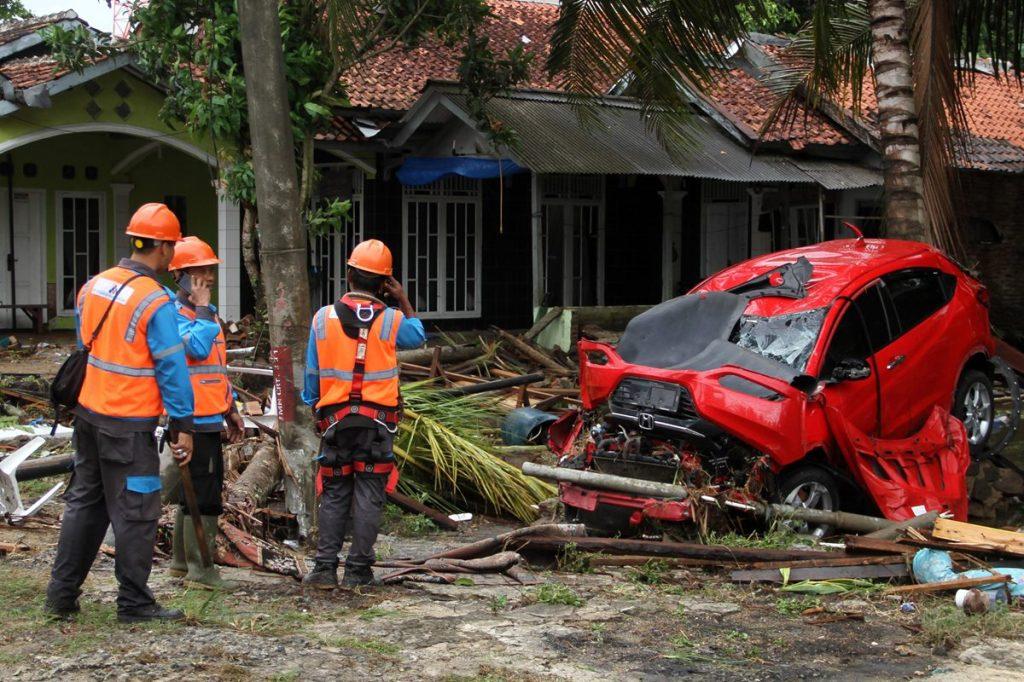El tsunami destruyó 556 casas, nueve hoteles y 360 barcos en el distrito de Pandeglang, el área más afectada, así como la provincia de Serang of Bantén y el distrito de Lampung Selatan en la provincia de Lampung.