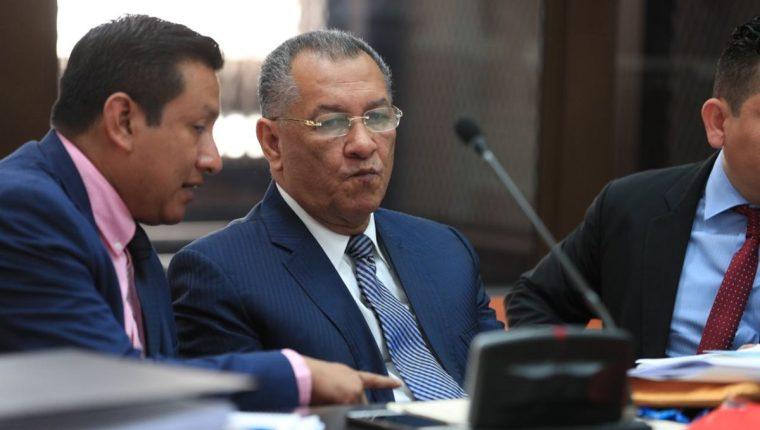 Arístides Crespo asistió a la primera audiencia de declaración por estar señalado en el caso de Plazas Fantasma en el Congreso de la República. (Foto Prensa Libre: Carlos Hernández)