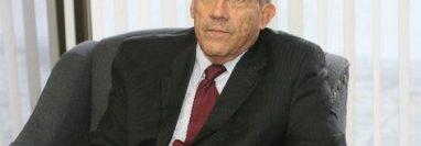 Carlos Molina Mencos, abogado, ex integrante de la Asamblea Nacional Constituyente que redactó y aprobó el texto de la Constitución de la República de Guatemala actualmente en vigencia. Foto Prensa Libre: Hemeroteca.