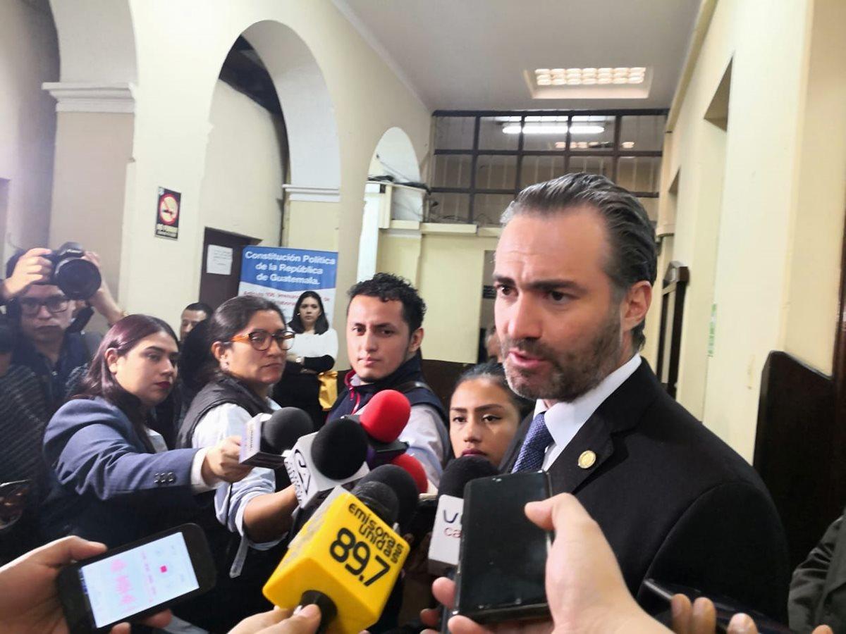 Ministro de Economía defiende nombramiento de viceministro señalado de plagio