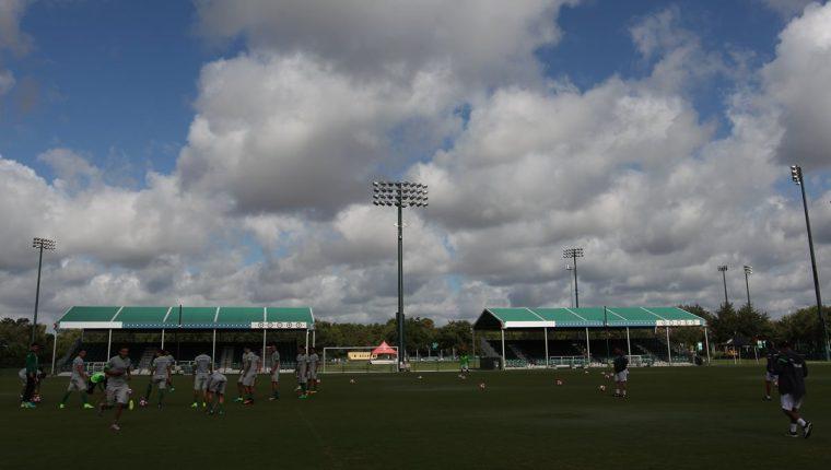 La selección de Bolivia durante el entrenamiento en el ESPN Wide World of Sports Complex, en Orlando, Florida. (Foto Prensa Libre: EFE)