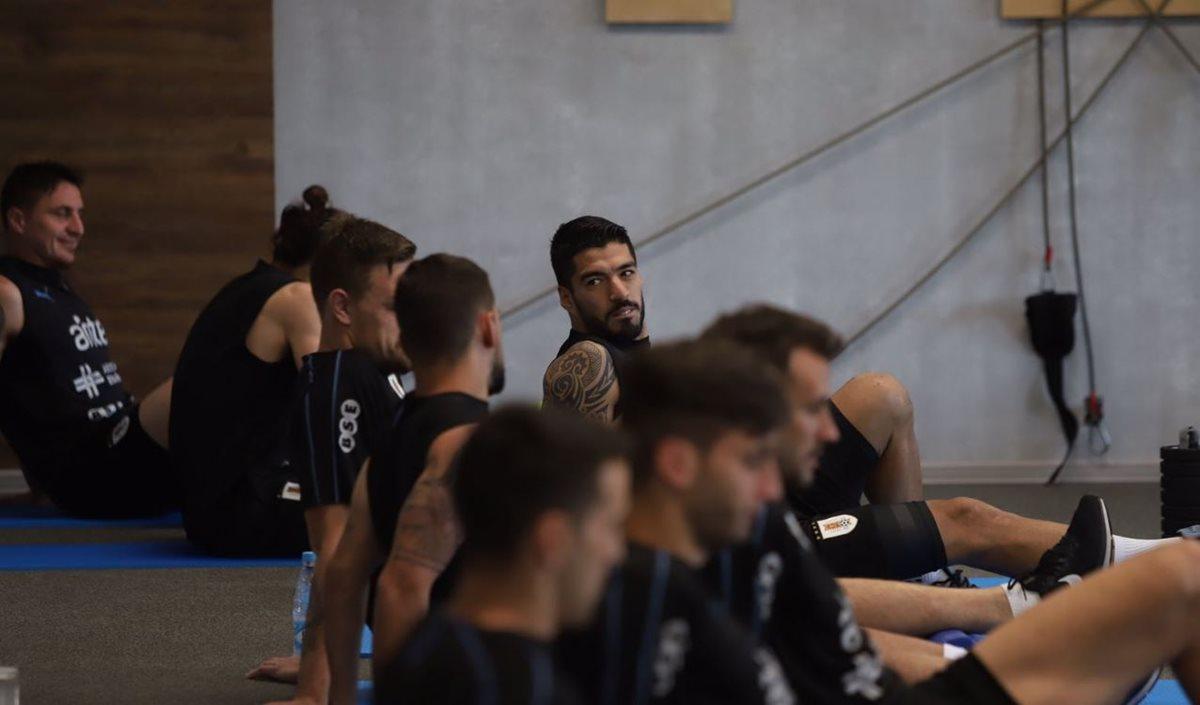 Luis Suárez, durante la práctica uruguaya de este miércoles. (Foto Prensa Libre: Twitter @Uruguay)