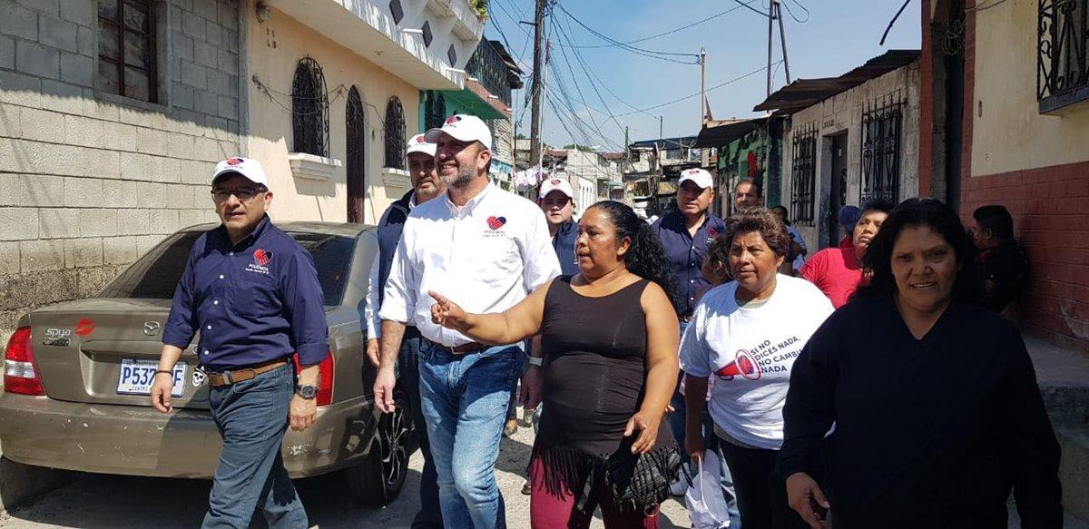 TSE advierte a Roberto Arzú por campaña anticipada