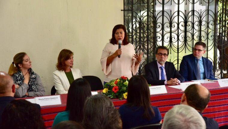 La congresista Norma Torres se reunió este miércoles con personal de la Cicig. (Foto Prensa Libre: Embajada de EE. UU. en Guatemala)