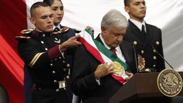 Andrés Manuel López Obrador se convierte este sábado en el primer presidente de izquierda en la historia reciente de México. (Foto Prensa Libre: EFE)