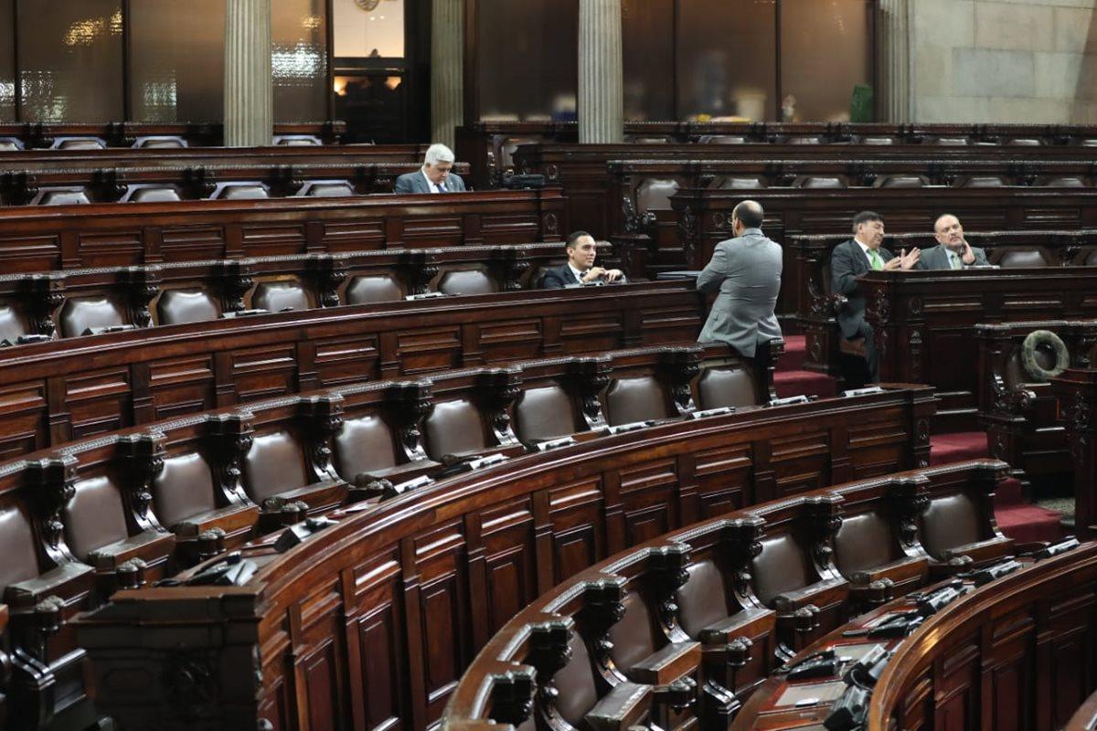 Muchos diputados, particularmente de las bancadas mayoritarias, no asistieron este miércoles al Congreso y el avance de la sesión extraordinario fue mínimo. (Foto Prensa Libre: Esbín García)