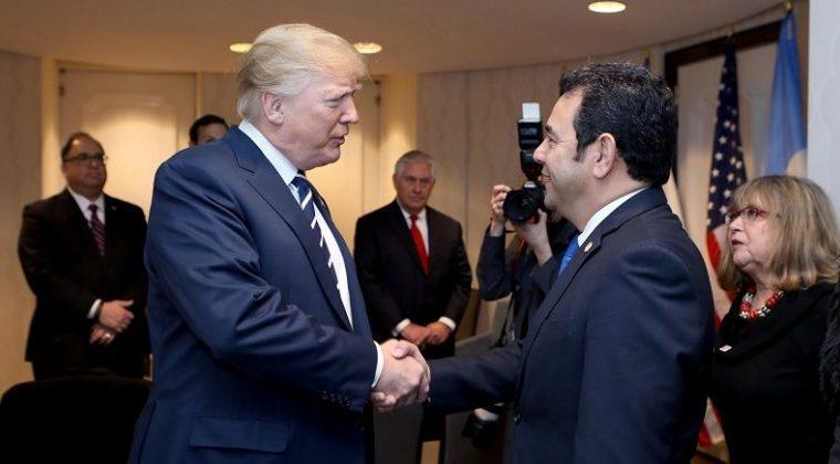 El presidente Donald Trump se reunió con Jimmy Morales en Washington. (Foto Prensa Libre: Gobierno de Guatemala)