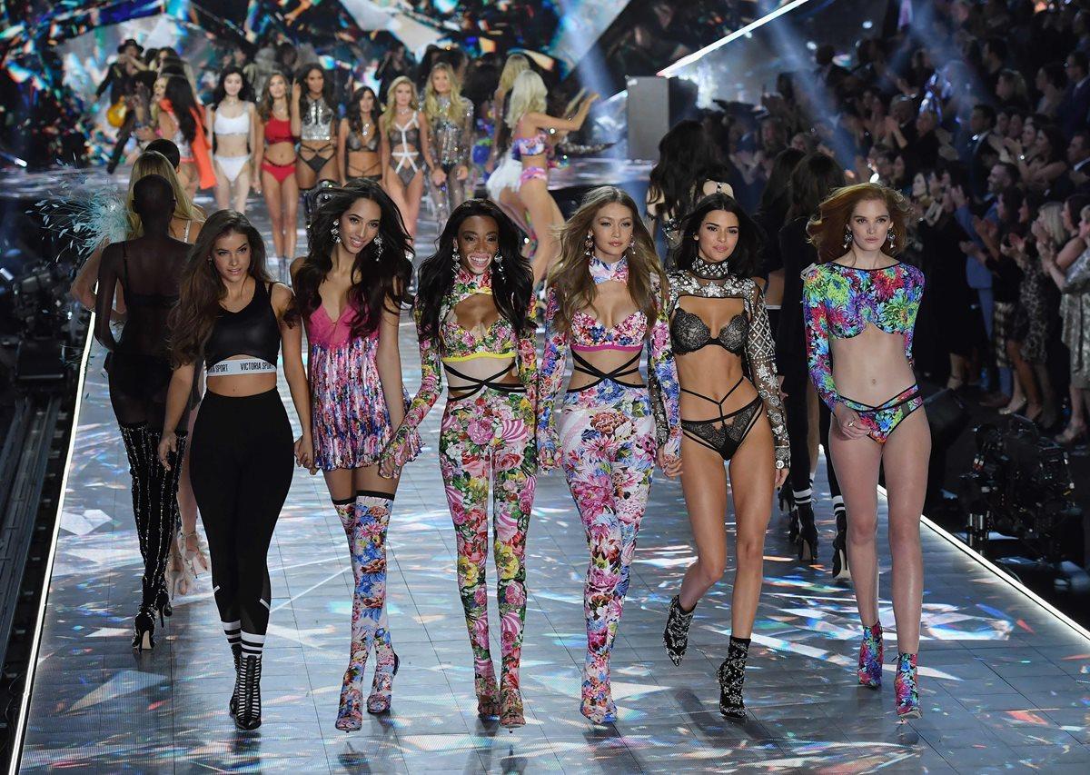 Modelos de diferentes partes del mundo participaron en la edición 2019 del Victoria's Secret Fashion Show (Foto Prensa Libre: AFP).
