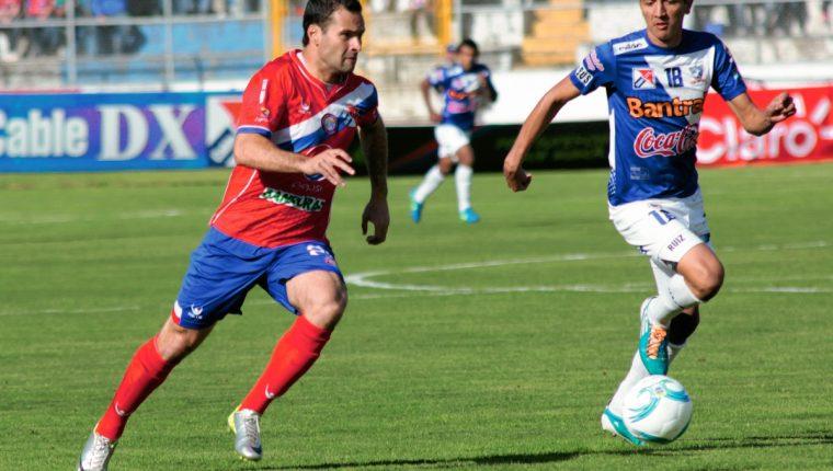 José Javier Guarino anotó un doblete para el empate de Xelajú ante Suchitepéquez. (Foto Prensa Libre: Carlos Ventura)