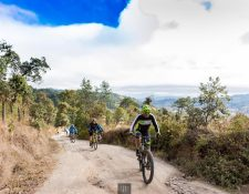 Más de cien ciclistas participaron en la travesía con destino en Panajachel el 4 de febrero. (Foto cortesía Andrés Gálvez)