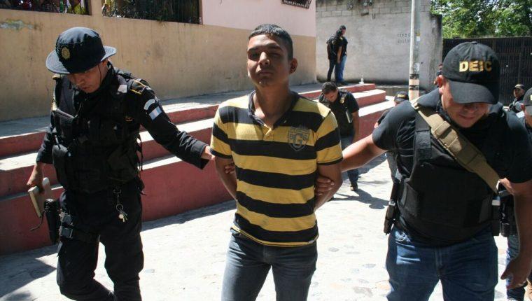 Damián Kevin Alberto Morales Pérez, de 19 años, sindicado de homicidio.(Foto Prensa Libre: Mario Morales)