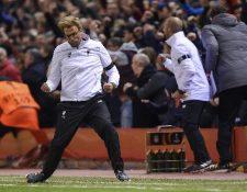 Jürgen Klopp celebró emocionado la clasificación del Liverpool a semifinales de la Liga Europa. (Foto Prensa Libre: EFE)
