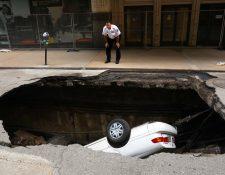 Daños en tuberías pudo haber causado el hundimiento. (Foto Prensa Libre: AP)