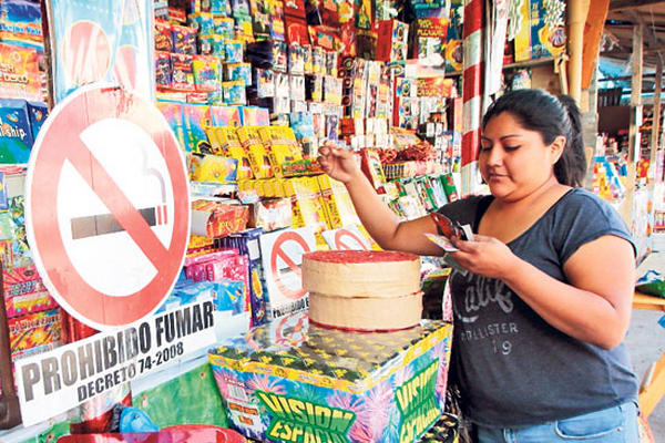 Multisectorial recomienda trasladar a Cefemerq las ventas de juegos pirotécnicos para evitar una tragedia en La Democracia. (Foto Prensa Llibre: Hemeroteca PL)