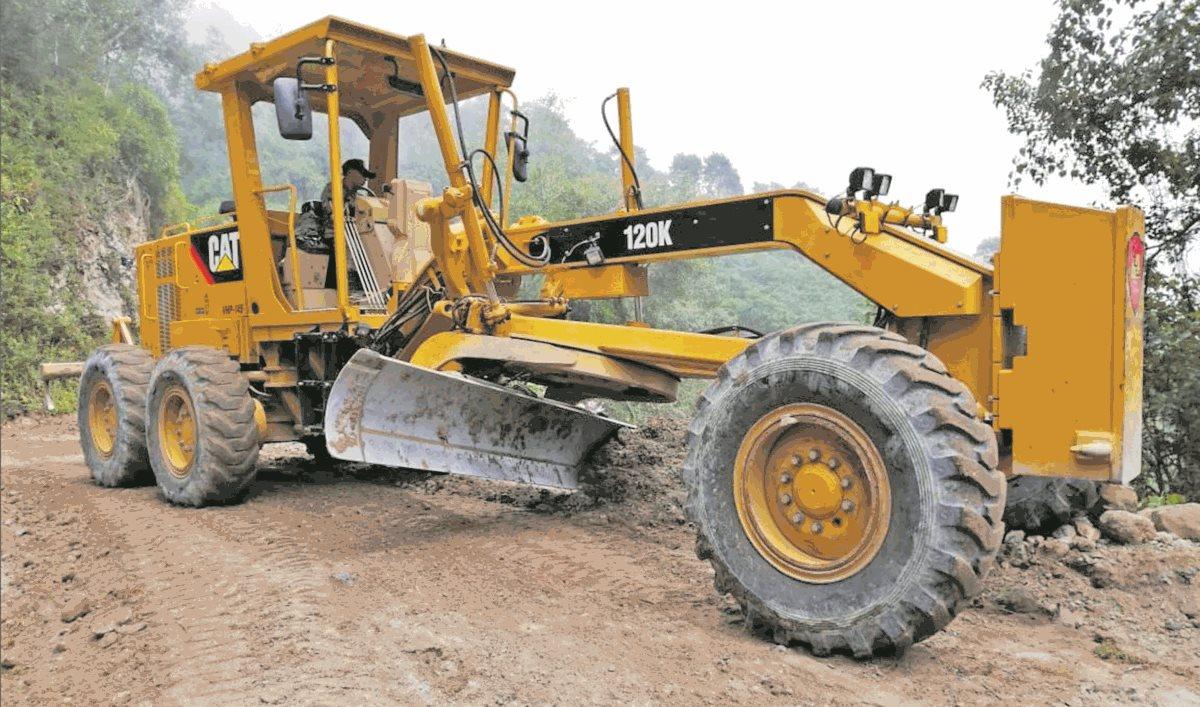 La maquinaria pesada adquirida por el Ministerio de la Defensa para el Cuerpo de Ingenieros suma Q93.29 millones. (Foto Prensa Libre: Ejército de Guatemala)