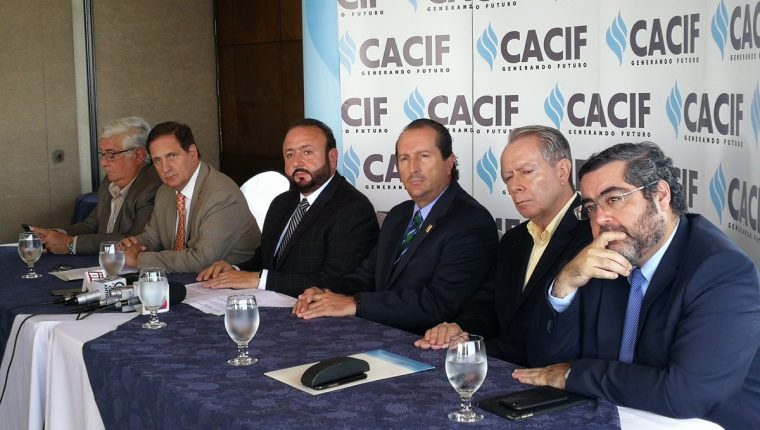 El Cacif, exige medidas contra bloqueos a proyectos mineros e hidroeléctricas, así como respetar la libre locomoción ya que tiene impactos sociales, fiscales y económicos. (Foto, Prensa Libre: Rosa María Bolaños)