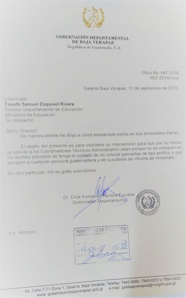 """Carta enviada por el gobernador Érick Herrera para que se vigile que los niños de Baja Verapaz """"no sean usados en cuestiones políticas"""" durante desfile cívico. (Foto Prensa Libre: Eduardo Sam)"""