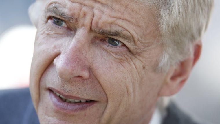 Arsene Wenger pudo haber dirigido a Messi y a Cristiano en el 2003. (Foto Prensa Libre: AFP)