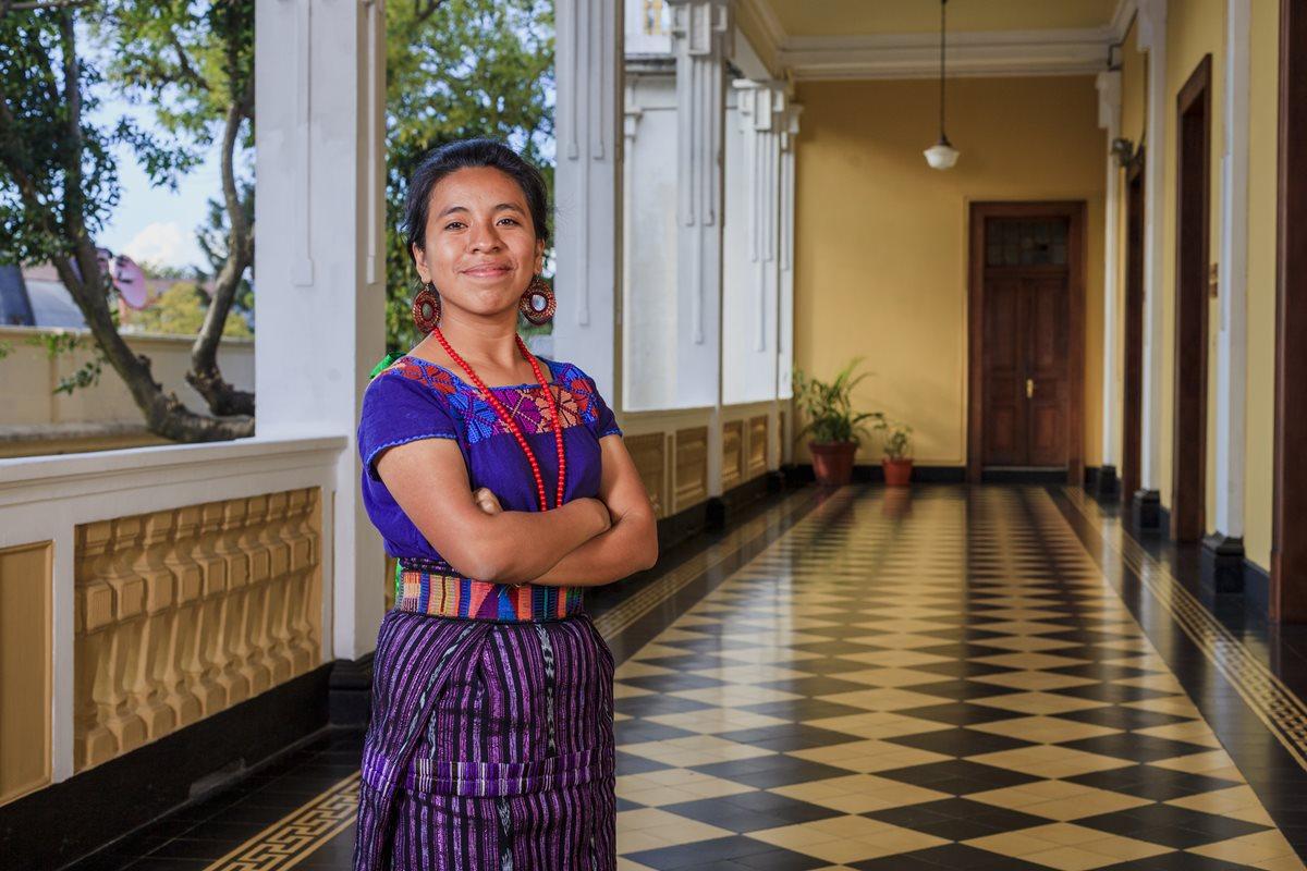 """Sara Curruchich promociona el tema """"Entre la gente"""", algo que representa un sueño que tiene desde niña. (Foto Prensa Libre: Juan Diego González)"""