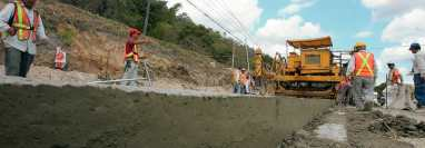 La construcción de infraestructura vial sería una de las prioridades para desarrollar la economía del país. (Foto Prensa Libre: Hemeroteca PL)