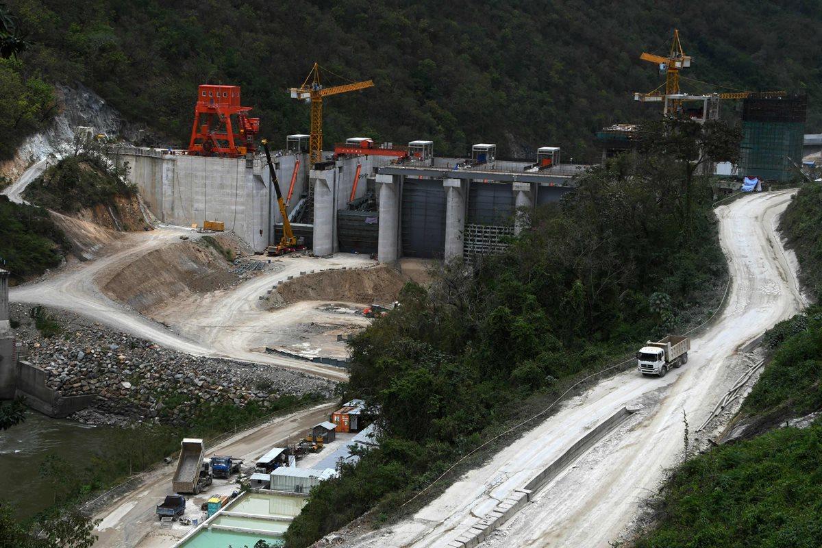 China hizo una millonaria inversión en Honduras para la construcción de una hidroeléctrica que podría empezar a funcionar este año. (Foto Prensa Libre: AFP)