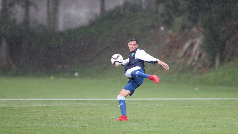 José Carlos Martínez, durante el entrenamiento de la Selección Nacional, en el Proyecto Goal. (Foto Prensa Libre: Francisco Sánchez)