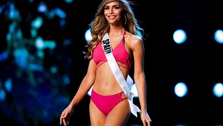 La candidata de España, Ángela Ponce, posa con traje de baño durante la ronda preliminar de Miss Universo 2018, en Bangkok, Tailandia.