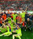 Los jugadores del CSKA Moscú festejaron con alegría al ganar la liga rusa. (Foto Prensa Libre: Twitter)