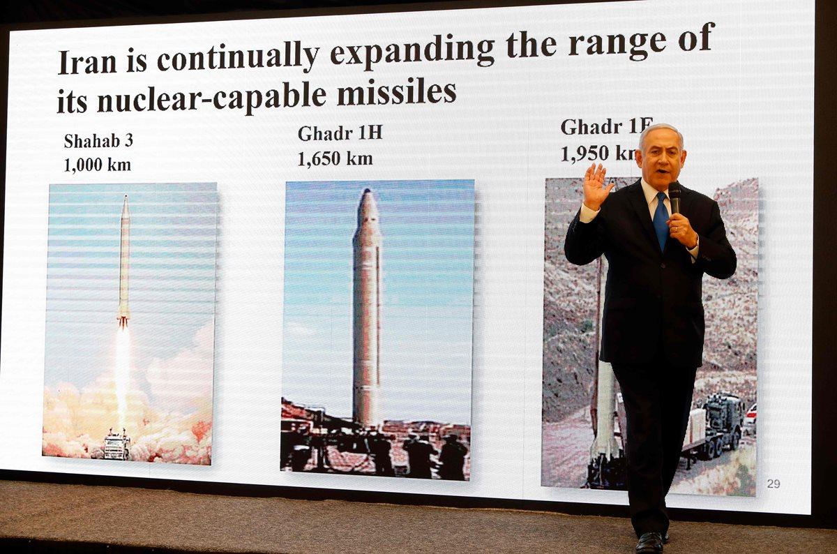 El primer ministro israelí, Benjamin Netanyahu, pronuncia un discurso sobre el programa nuclear de Irán en el Ministerio de Defensa en Tel Aviv. (Foto Prensa Libre:AFP).
