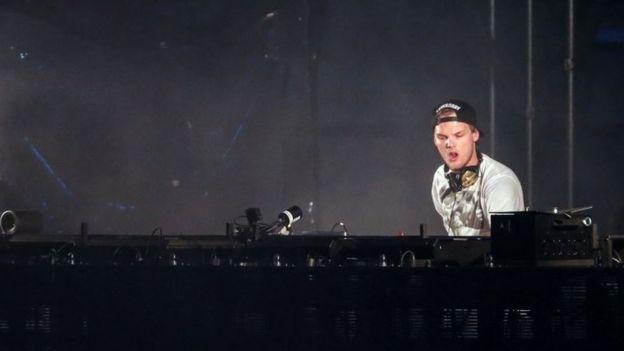 El artista colaboró con los grandes de la música, entre ellos, Madonna, Coldplay, David Guetta o Lenny Kravitz y fue recientemente nominado a los premios de la música Billboard de Estados Unidos.