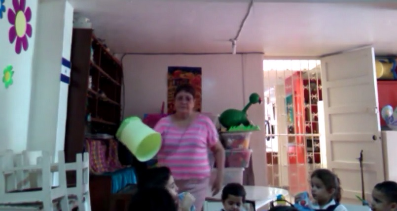 Maestra maltrata a niños de kinder en Nicaragua