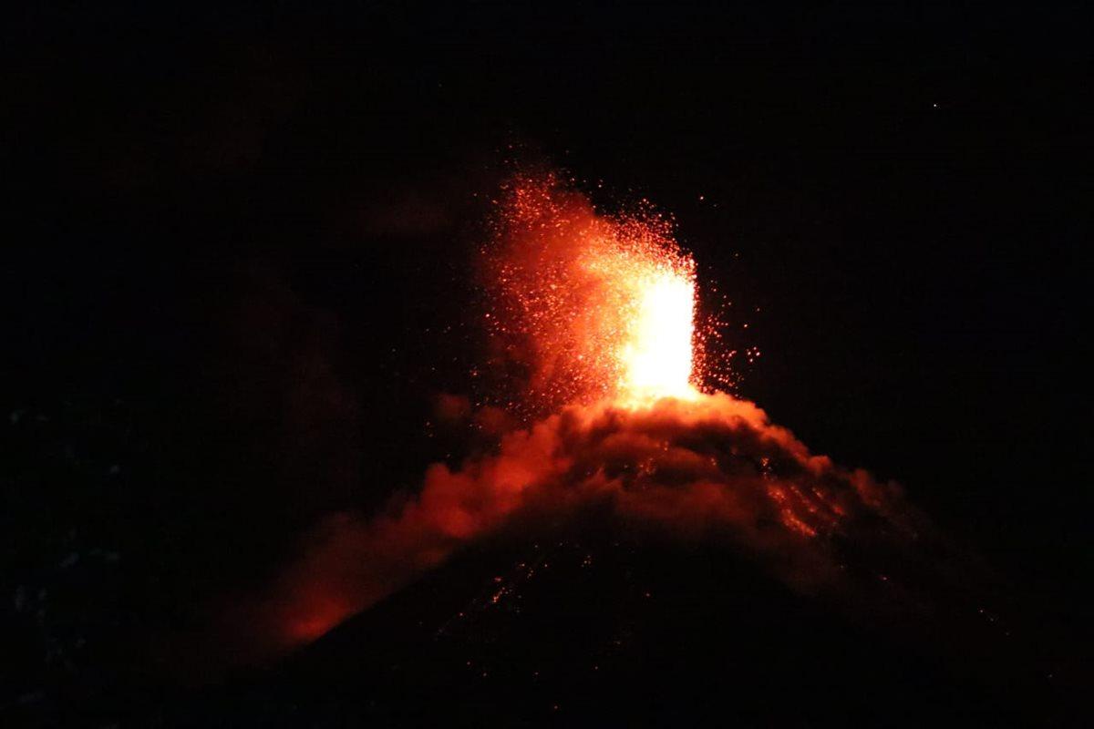 El Volcán de Fuego incrementa su actividad.
