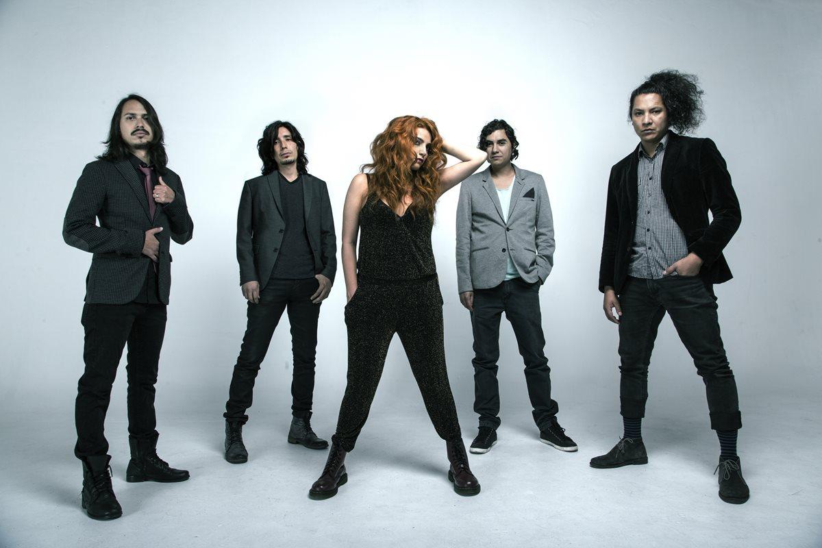 La cantante guatemalteca Carol Villagrán lidera la banda Mink