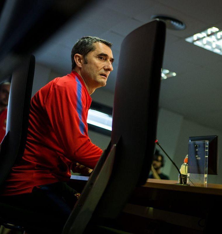 El entrenador del FC Barcelona, Ernesto Valverde, aceptó la culpabilidad de la eliminación de la Liga de Campeones. (Foto Prensa Libre: EFE)