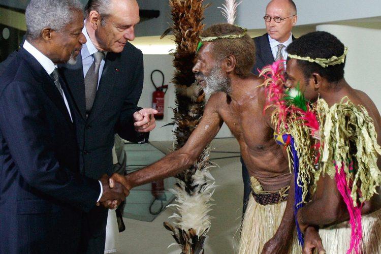 El 20/06/2006, el presidente de Francia, Jacques Chirac y Annan, durante la inauguración del museo du quai Branly.