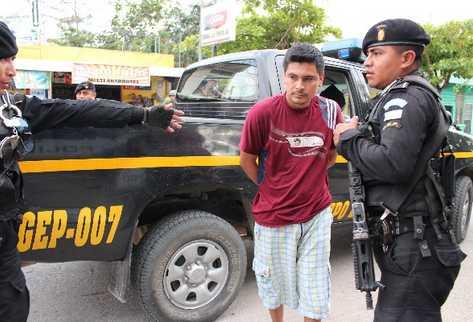 Policía traslada a prisión a Gustavo Adolfo Colindres, presunto miembro de los Zetas.