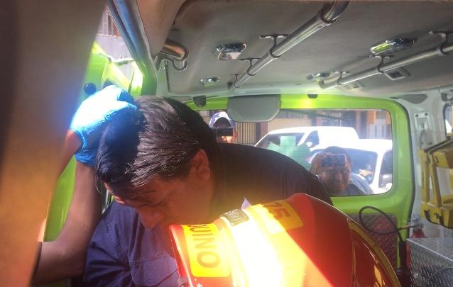 El señor Jorge Santos, representante de una organización de Derechos Humanos, fue agredido y Bomberos Municipales lo atendieron en el lugar.