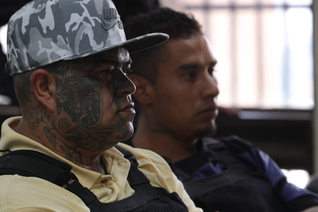 El Abuelo dijo que con el dinero de las extorsiones compraban armas, casas, carros, y contrataban a otros sicarios. (Foto Prensa Libre: Estuardo Paredes)