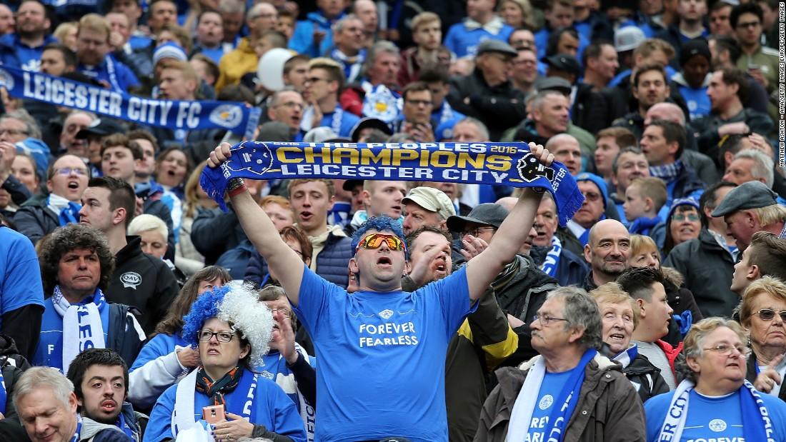El Leicester sanciona a tres aficionados por cánticos homófobos