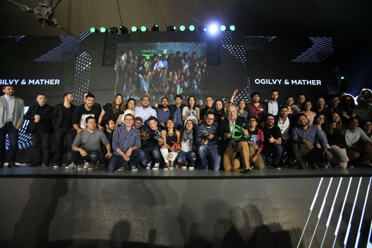 Miembros de Ogilvy & Mather Guatemala fueron reconocidos y galardonados como la Agencia del Año. (Foto Prensa Libre: Edwin Bercián)