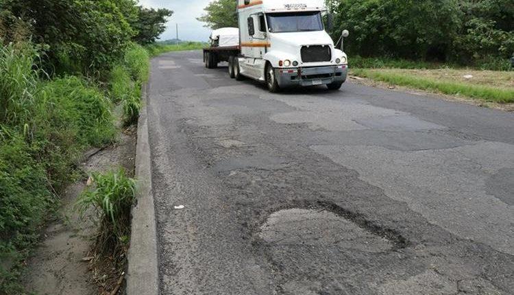 Las Principales carreteras del país requieren reparación. (Foto Prensa Libre: Hemeroteca PL)