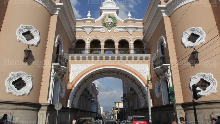 Arco del edificio de correos en la 12 calle de la zona 1. (Foto: Hemeroteca PL)