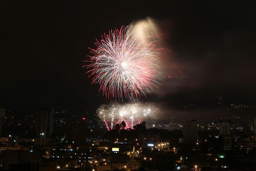 Según estimaciones, al menos un millón y medio de personas apreciará el espectáculo de las Luces Campero. (Foto Prensa Libre: Hemeroteca PL).