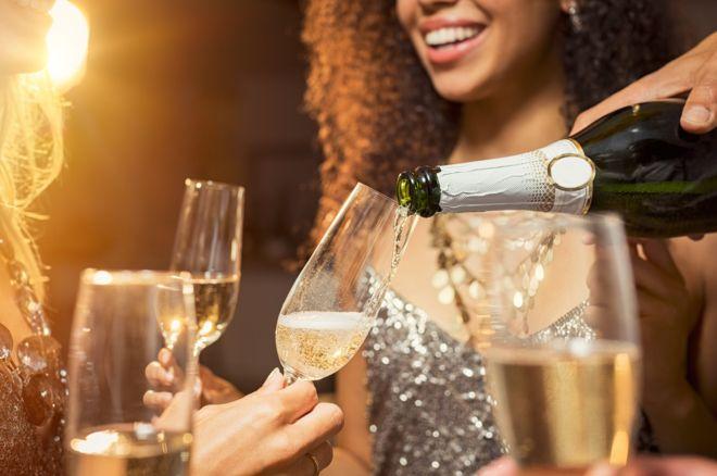 No hay momento malo para brindar con champán. (GETTY IMAGES).