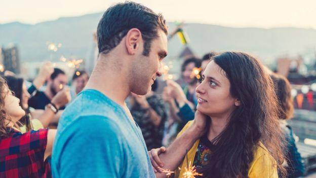 En el caso de las parejas donde el amor perdura puede ser un truco que nos juega la memoria, dicen los investigadores. GETTY IMAGES