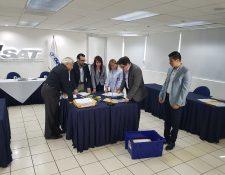 Directorio de la SAT revisa cada uno de los expedientes de aspirantes a superintendente. (Foto Prensa Libre: SAT)