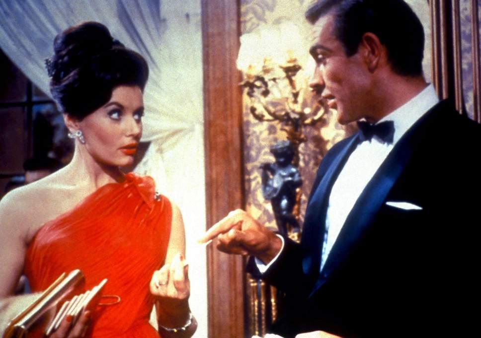 La actriz inglesa Eunice Gayson se hizo famosa por haber interpretado a Sylvia Trench, la novia de James Bond (Sean Connery) en las primeras dos cintas del espía: Dr. No y From Russia with Love. (Foto: Hemeroteca PL).