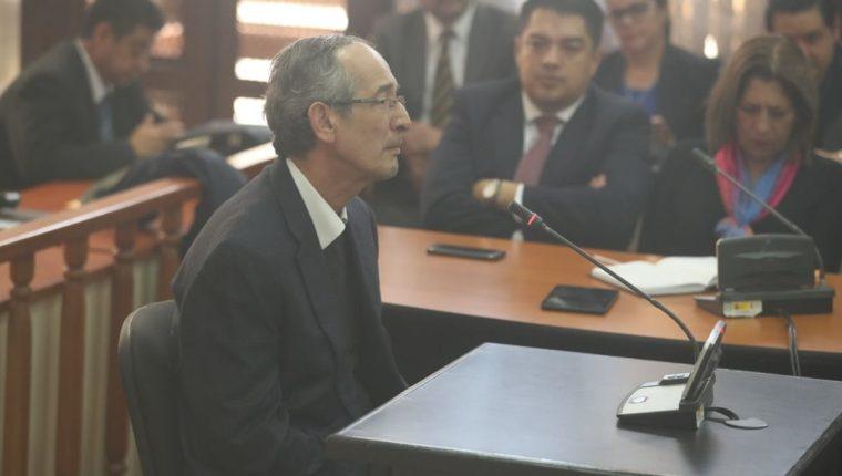 El expresidente Álvaro Colom fue capturado este martes, señalado por el MP y la Cicig de haber participado en el caso de corrupción del Transurbano. (Foto Prensa Libre: Esbin García)