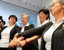Integrantes de la familia Molina Theissen celebraron la sentencia en el caso. (Foto Prensa Libre: Álvaro Interiano)