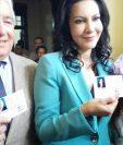 Zury Ríos y Juan Luis Mirón muestran las credenciales como candidatos a la presidencia y vicepresidencia por el partido Viva. (Foto Prensa Libre: Hemeroteca PL)